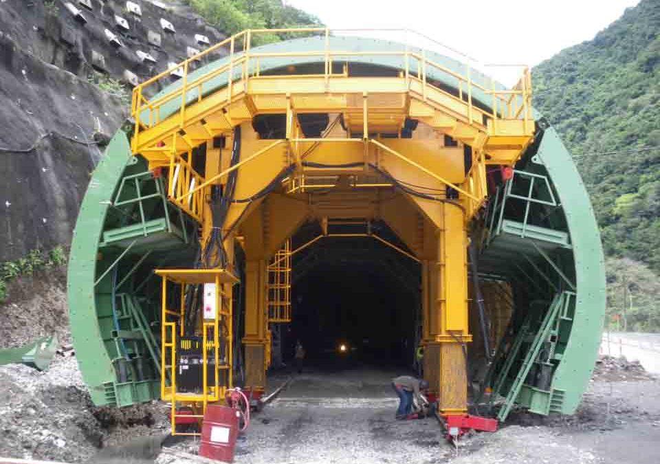 Carro de encofrado para túnel en Cisneros/loboguerrero