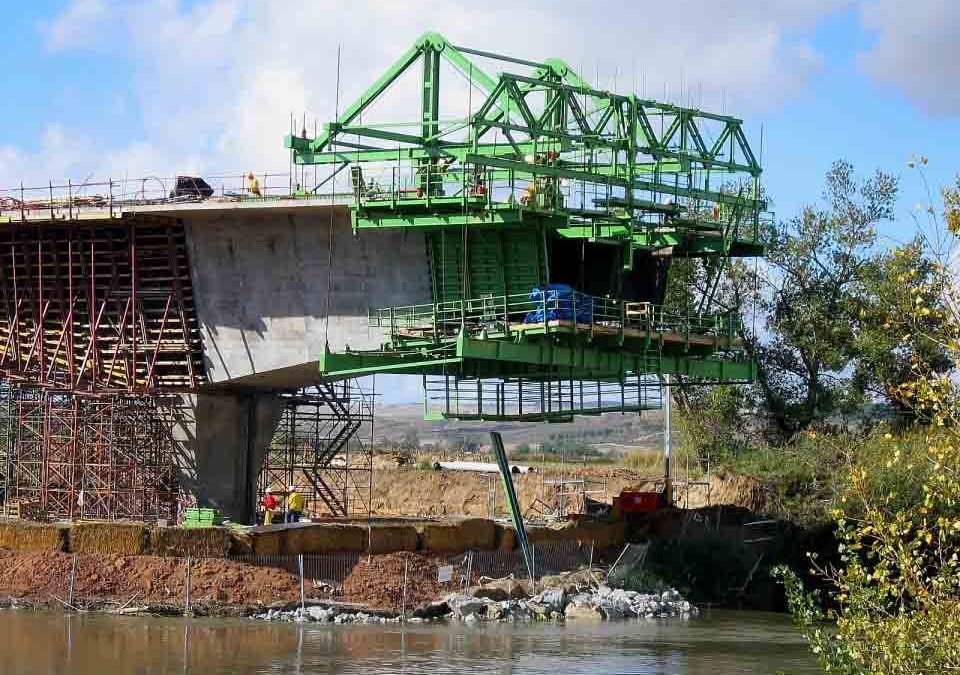 SUCCESSIVE CANTILEVER BRIDGE OVER THE TAGUS RIVER