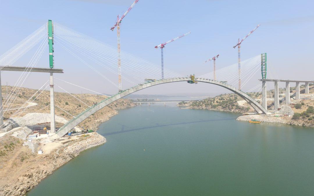Pont sur l'Almonte: équipages mobiles de coffrage lors de la phase finale par Rubrica Bridges