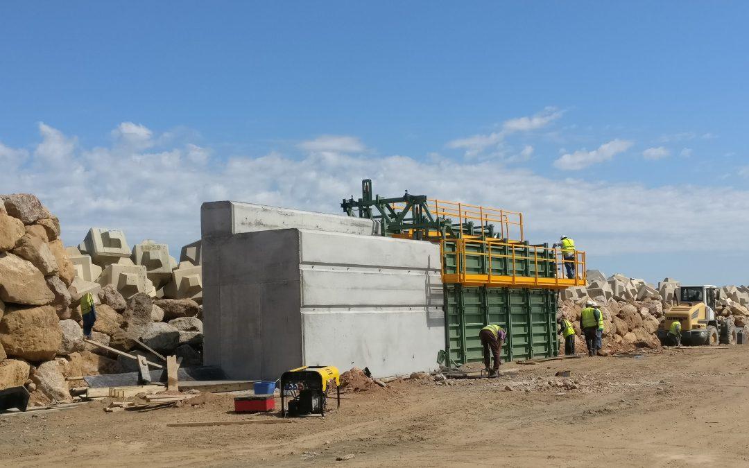 Construcción del espaldón de Marina bay de Argel