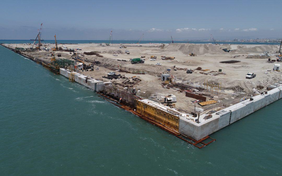 Progreso del trabajo en la viga cantil del puerto de Haifa