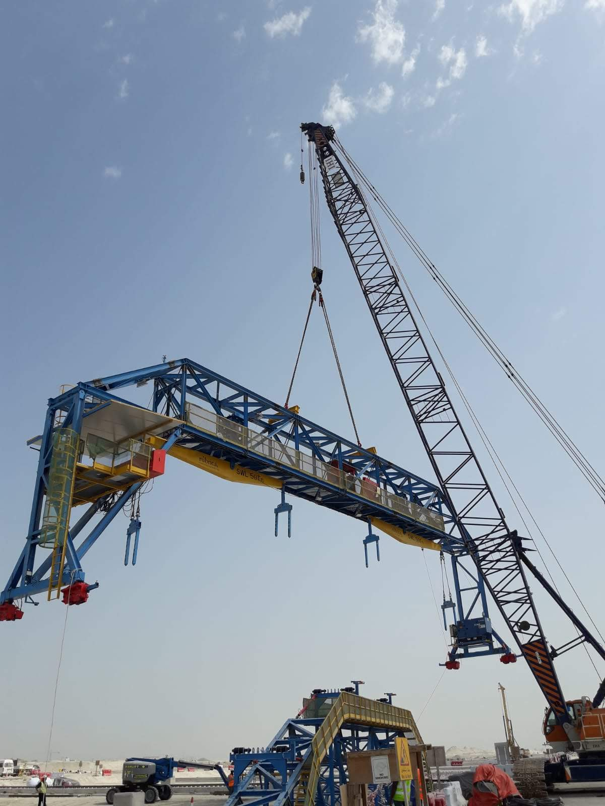 Special formwork for precast arch positioning Abu Dhabi by RÚBRICA BRIDGES