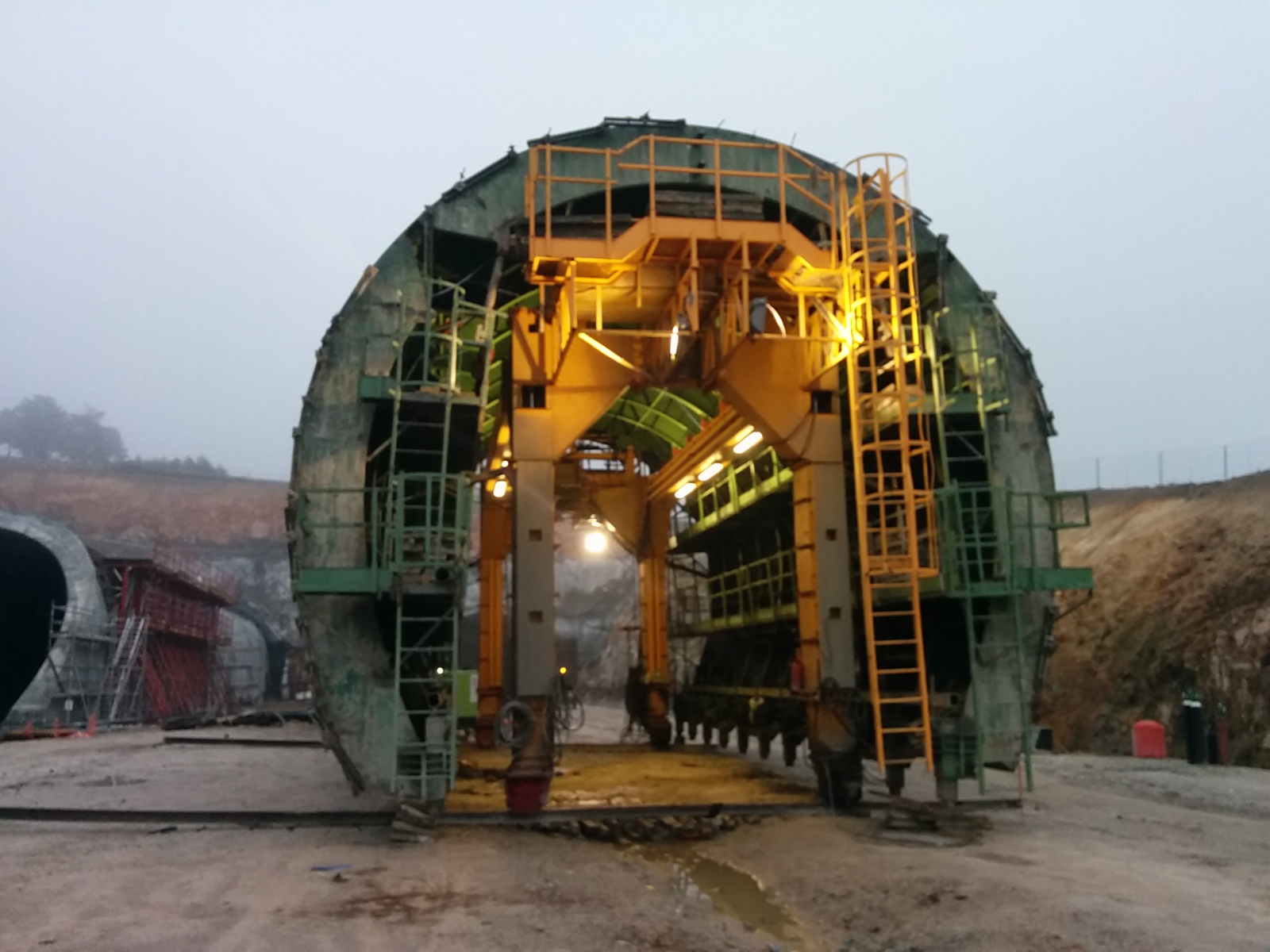 Self-launching formwork tunnel equipment La Canda by RÚBRICA TUNNELS