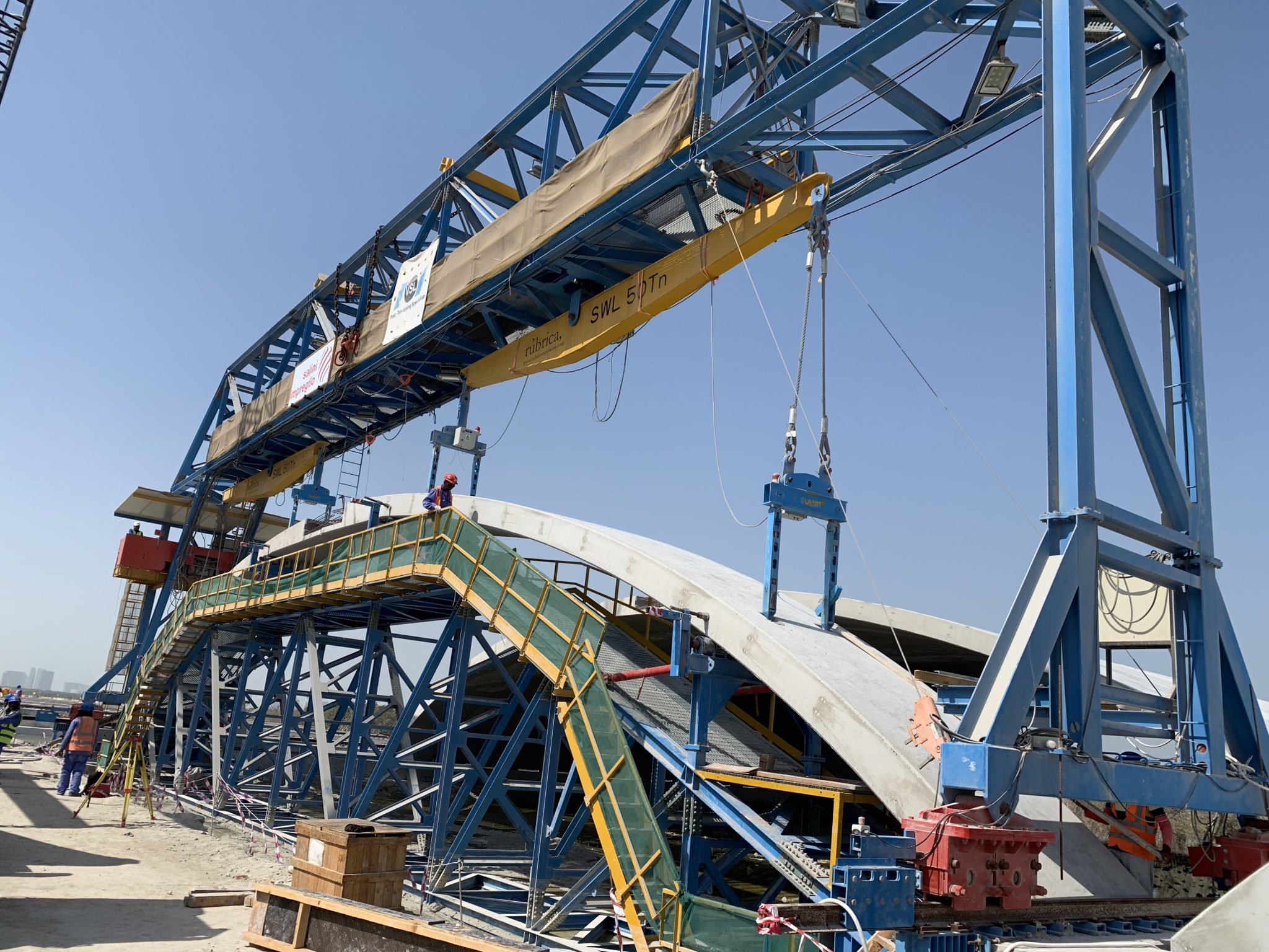 Special formwork for precast arch positioning by Rúbrica Engineering