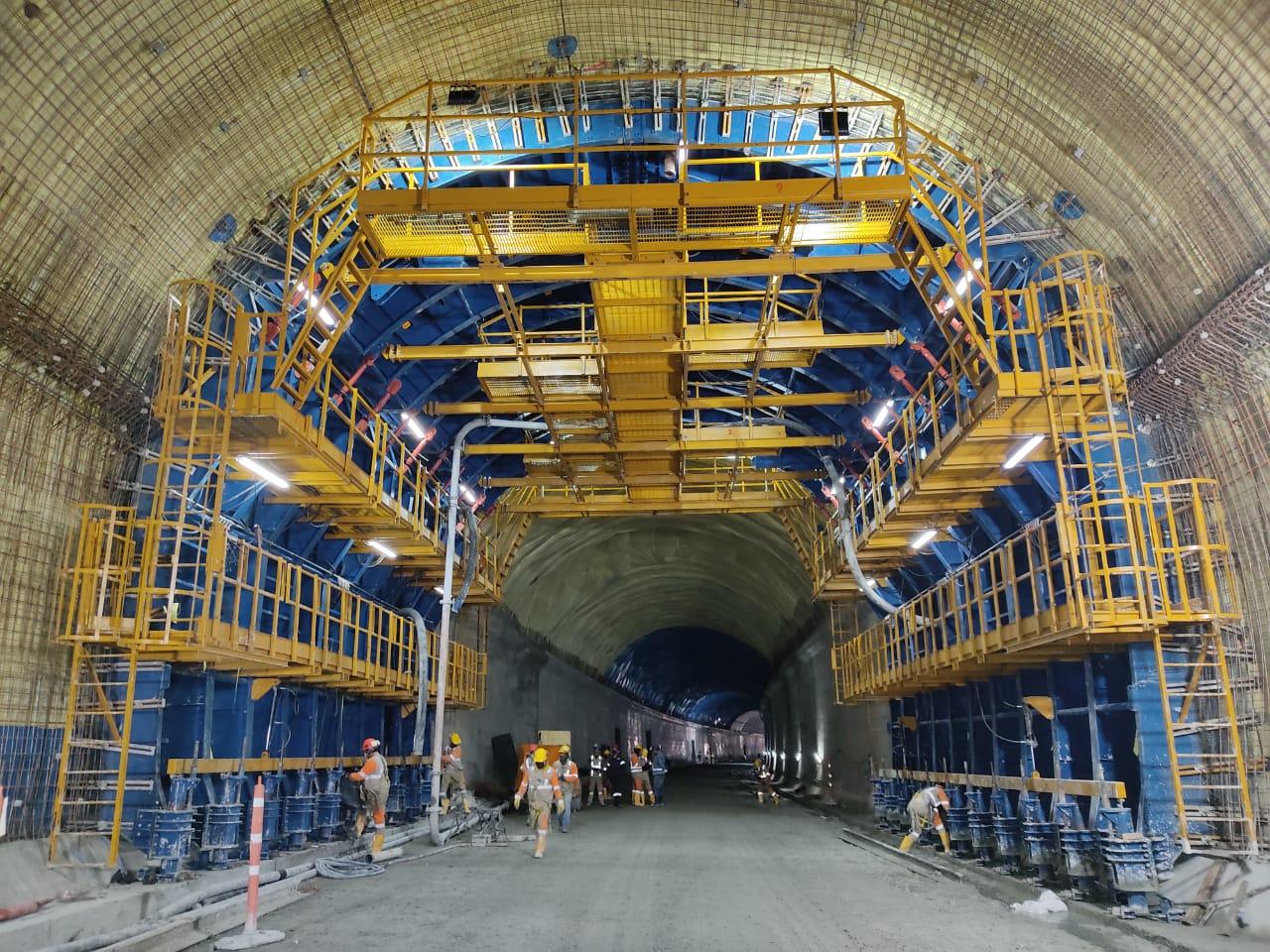 Equipo de encofrado auto-portante para el túnel de Tesalia by Rúbrica Engineering