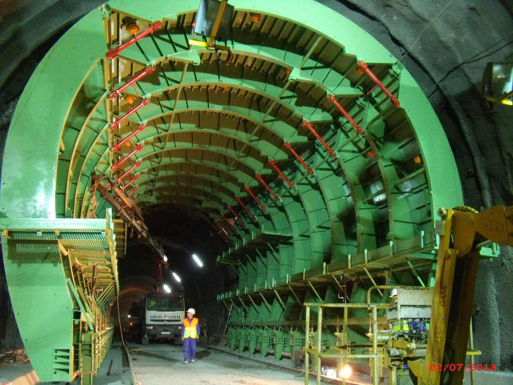 Formwork traveller for Tunnel Legutiano 2-2 by RÚBRICA TUNNELS