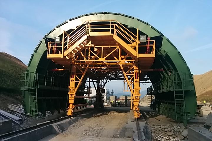 Carro de encofrado para el túnel de Urdinbide by Rúbrica Tunnels