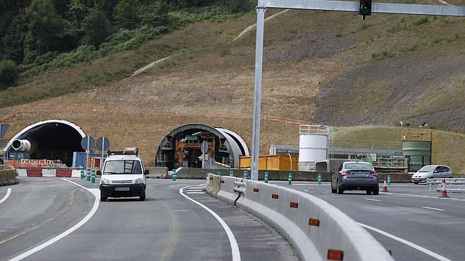 Traveling shutters formwork Urdinbibe by Rúbrica Tunnels